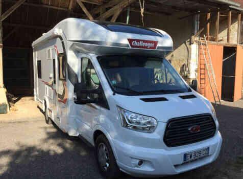 camping-car CHALLENGER GENESIS 396  intérieur  / coin cuisine