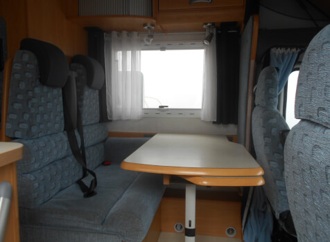 camping-car CHAUSSON WELCOM 18   intérieur  / coin cuisine