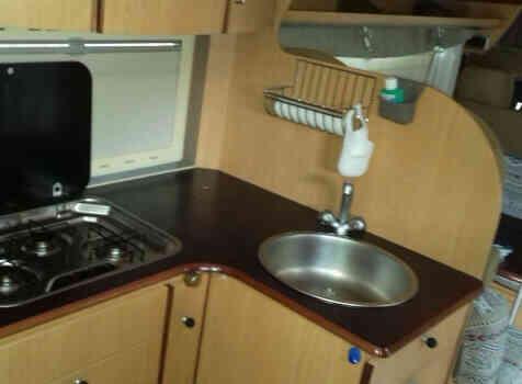 camping-car EURAMOBIL S 695 VB  intérieur / salle de bain  et wc