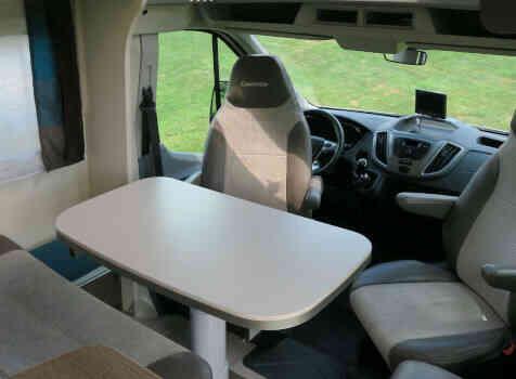 camping-car CHAUSSON CHORUS 628 EB  intérieur  / coin cuisine
