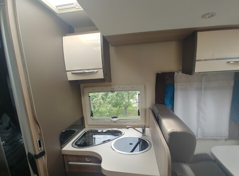 camping-car CHAUSSON CHORUS 628 EB  intérieur / salle de bain  et wc
