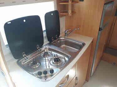 camping-car CHAUSSON WELCOM 18   intérieur / salle de bain  et wc