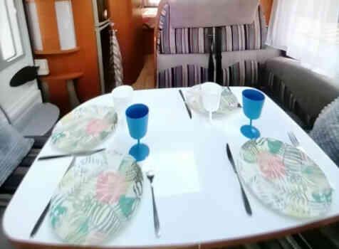 camping-car CHAUSSON ALLEGRO 97  intérieur  / coin cuisine