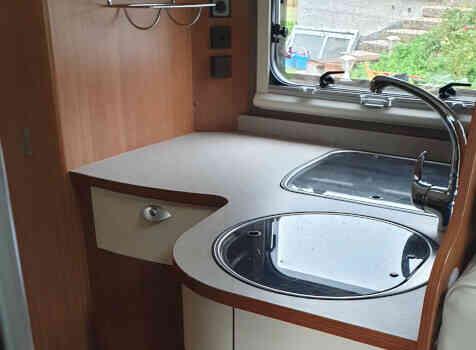 camping-car ITINEO TB 690  intérieur / salle de bain  et wc
