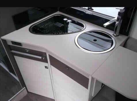 camping-car CHALLENGER MAGEO 367 GA Premium   intérieur / salle de bain  et wc