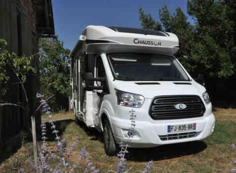 camping-car CHAUSSON TITANIUM 640  extérieur / latéral gauche
