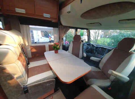 camping-car ITINEO TB 690  intérieur / coin salon