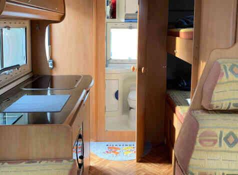 camping-car ELGANH JOXY  intérieur  / coin cuisine