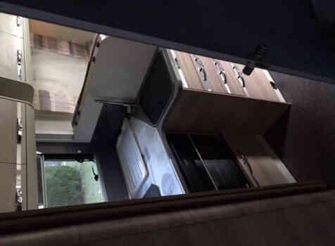 camping-car ADRIA MATRIX  intérieur / salle de bain  et wc