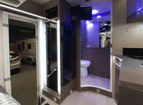camping-car CHALLENGER 260 GRAPHITE EDITION BOITE AUTO  intérieur  / coin cuisine