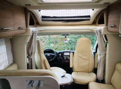 camping-car RIVIERA  intérieur /
