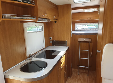 camping-car RIMOR SUPERBRIG 677  intérieur / salle de bain  et wc