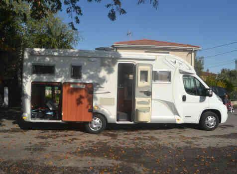 camping-car LAIKA XR 715R