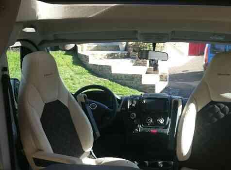 camping-car BURSTNER LYSEO PRIVILEGE TD 745  intérieur