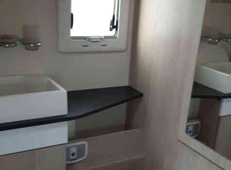 camping-car CHALLENGER G 290  intérieur / coin salon