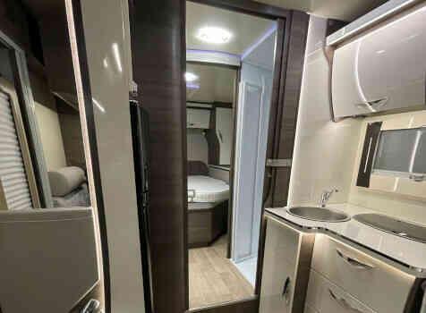 camping-car MC LOUIS MC4 80 DIAMOND  intérieur / salle de bain  et wc