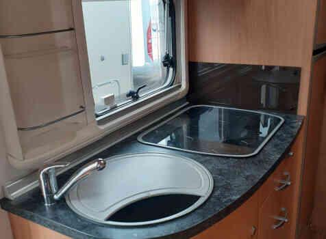 camping-car BURSTNER SOLANO T 690  intérieur