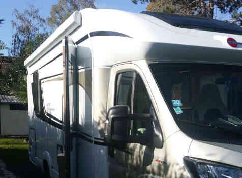 camping-car BURSTNER LYSEO PRIVILEGE TD 745  extérieur / latéral gauche