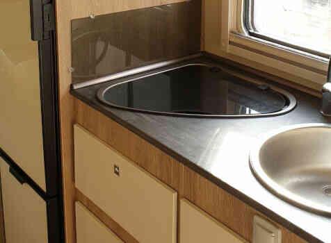 camping-car PLA HAPPY 435  intérieur / salle de bain  et wc