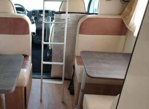 camping-car PLA HAPPY 435  intérieur / soute