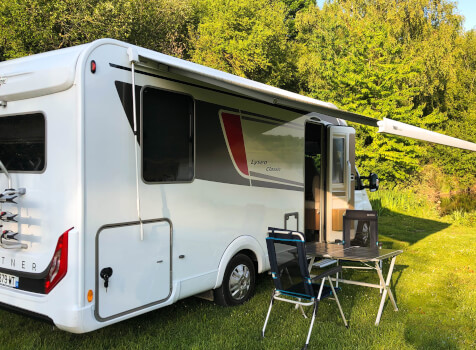 camping-car BURSTNER LYSEO TD 744  extérieur / latéral droit