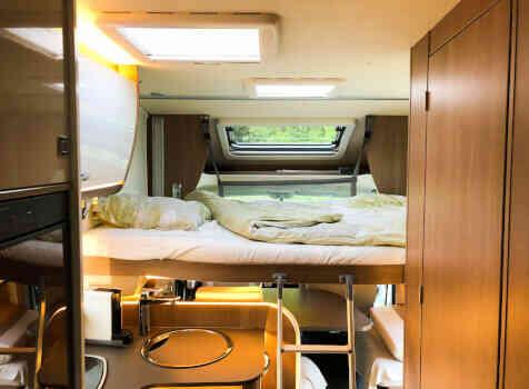 camping-car BURSTNER LYSEO TD 744  intérieur