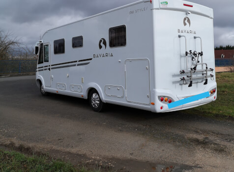 camping-car BAVARIA I741C  extérieur / latéral