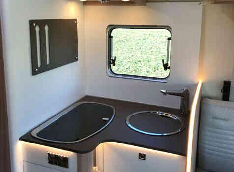 camping-car BURSTNER LYSEO IT 736  intérieur