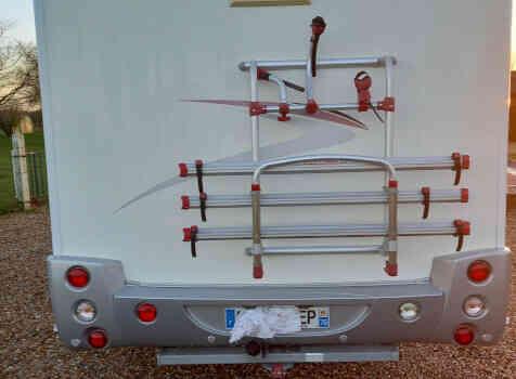 camping-car CHALLENGER GENESIS 36  intérieur / coin salon