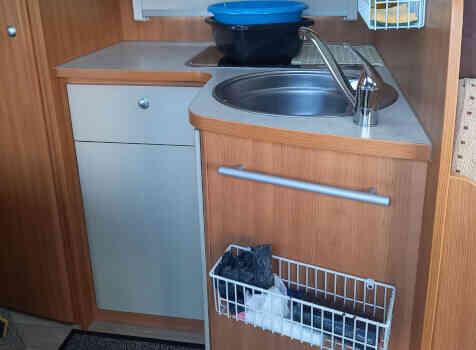 camping-car CHALLENGER GENESIS 36  intérieur / salle de bain  et wc