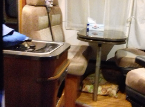 camping-car ADRIA TWIN 640 SLX  intérieur  / coin cuisine