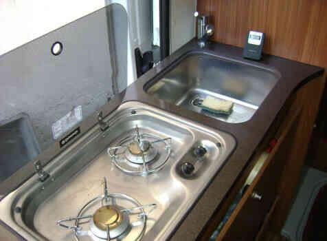 camping-car ADRIA TWIN 640 SLX  intérieur / salle de bain  et wc