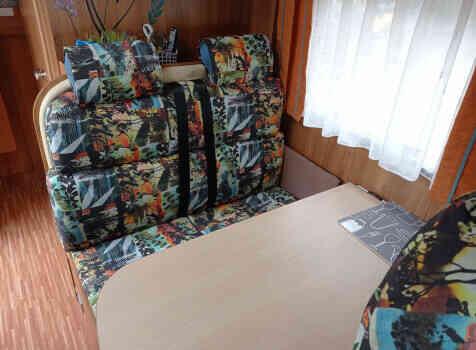 camping-car BURSTNER NEXXO T620  intérieur  / coin cuisine