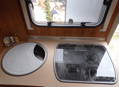 camping-car BURSTNER NEXXO T620  intérieur / salle de bain  et wc