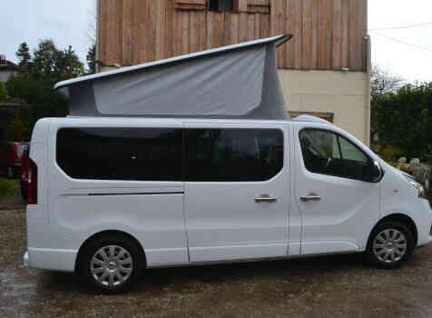 camping-car RENAULT TRAFIC  extérieur / latéral droit
