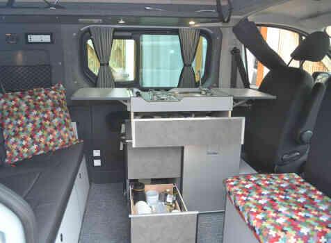 camping-car RENAULT TRAFIC  intérieur / salle de bain  et wc