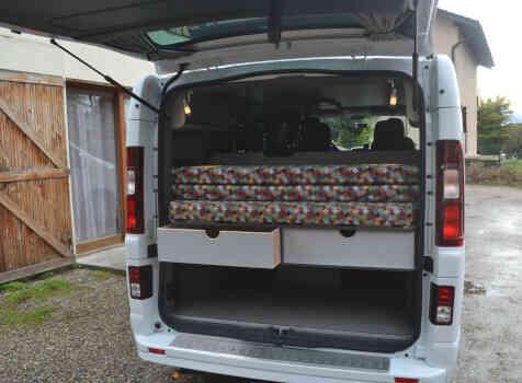 camping-car RENAULT TRAFIC  intérieur / couchage principal