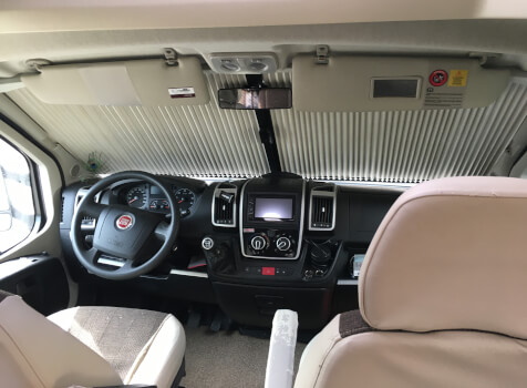 camping-car PILOTE REFERENCE P730 LCR  intérieur
