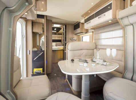 camping-car  ADRIA  SINFONIA 65 XT  intérieur  / coin cuisine