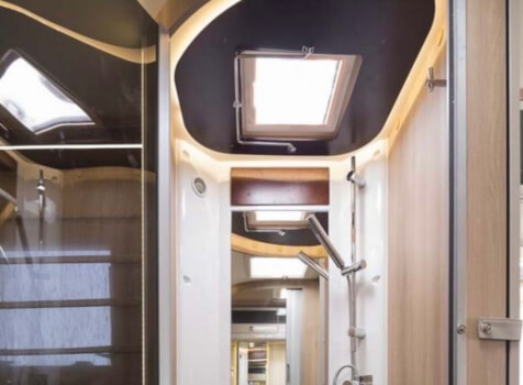 camping-car  ADRIA  SINFONIA 65 XT  intérieur