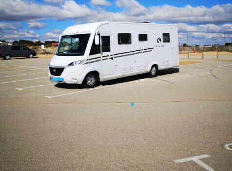 camping-car BAVARIA I741C  extérieur / latéral gauche