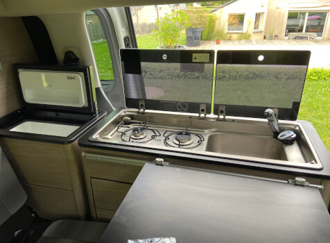 camping-car POSSL CAMPSTER  intérieur  / coin cuisine