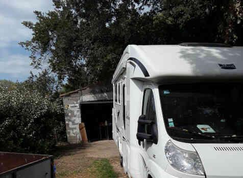 camping-car MC LOUIS   extérieur / face avant