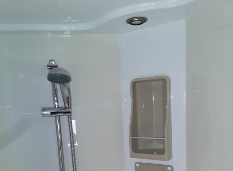 camping-car MC LOUIS   intérieur / salle de bain  et wc