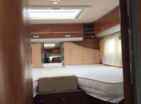 camping-car LAIKA KREOS 5009  intérieur / couchage principal