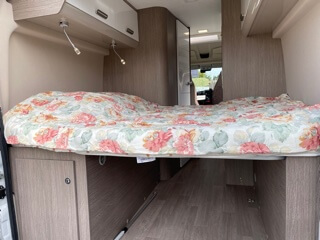 camping-car CHAUSSON TWIST 594  intérieur / couchage principal