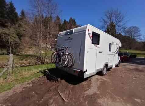 camping-car ROLLER TEAM 284 TL  extérieur / latéral droit