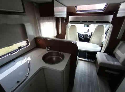 camping-car ROLLER TEAM 284 TL  intérieur  / coin cuisine