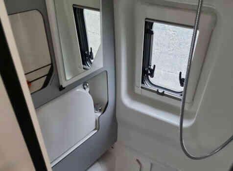 camping-car PILOTE 600 G  intérieur / salle de bain  et wc