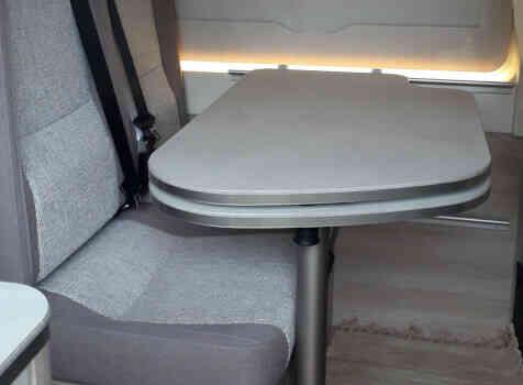 camping-car RAPIDO V55  intérieur / coin salon